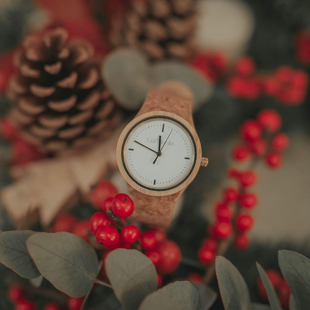 Reloj de madera de mujer con correa corcho