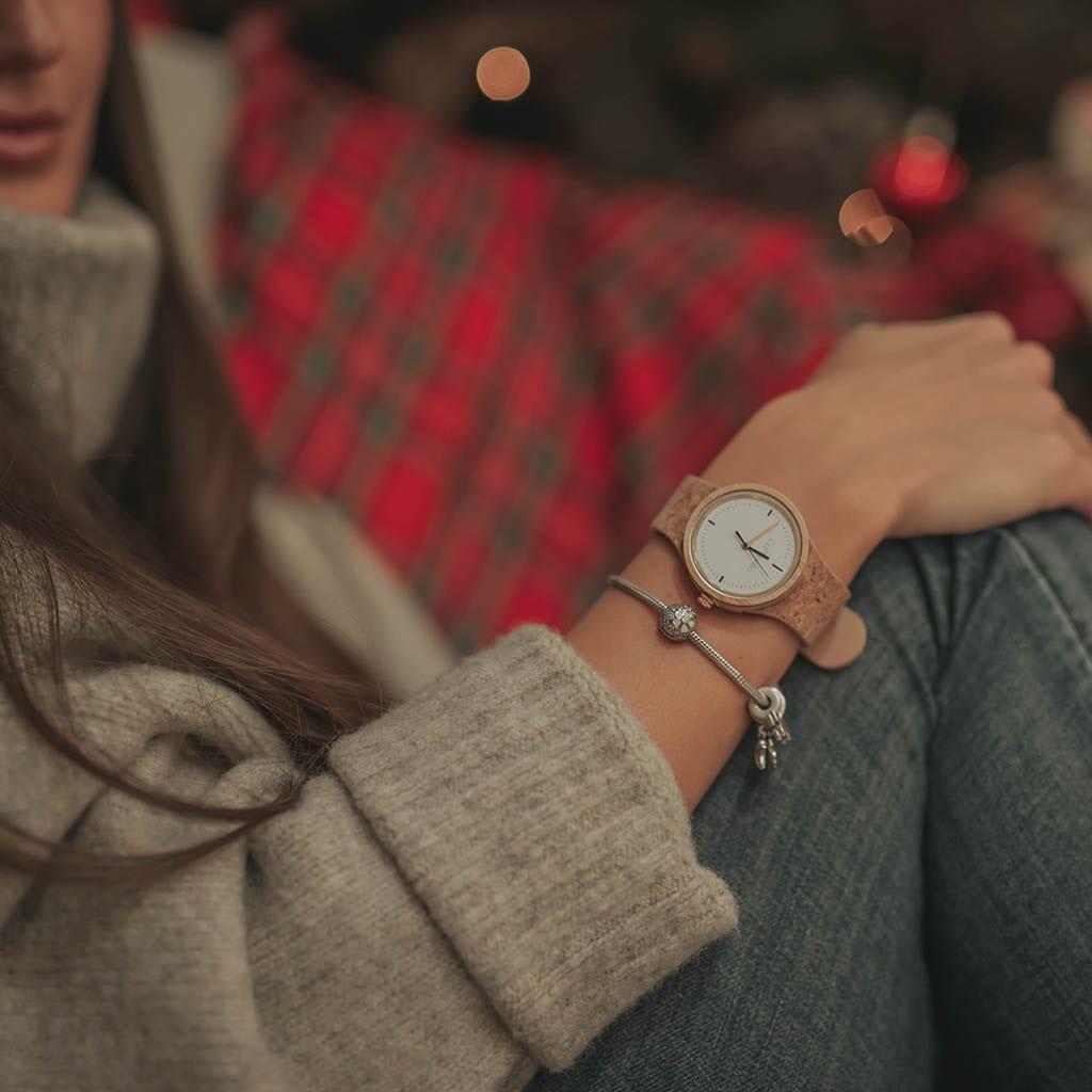 Reloj de madera con pulsera de corcho para mujer