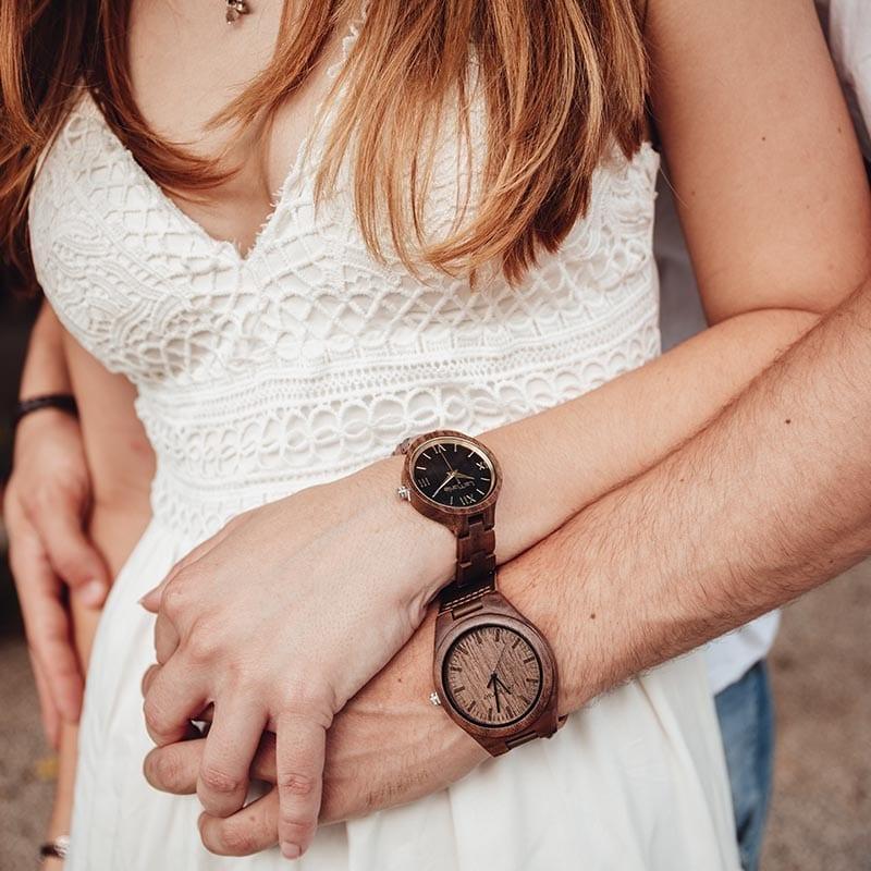 Relojes de madera parejas