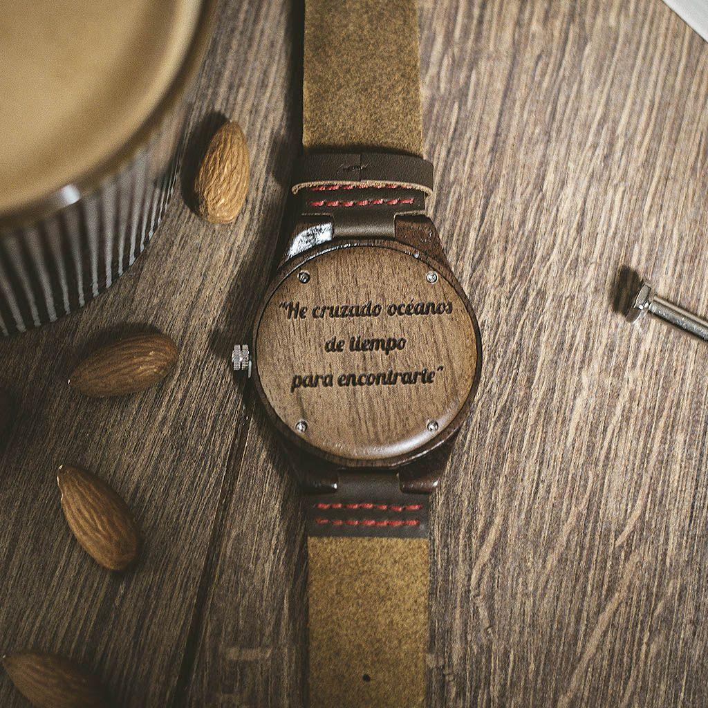 Reloj de madera personalizado con grabado
