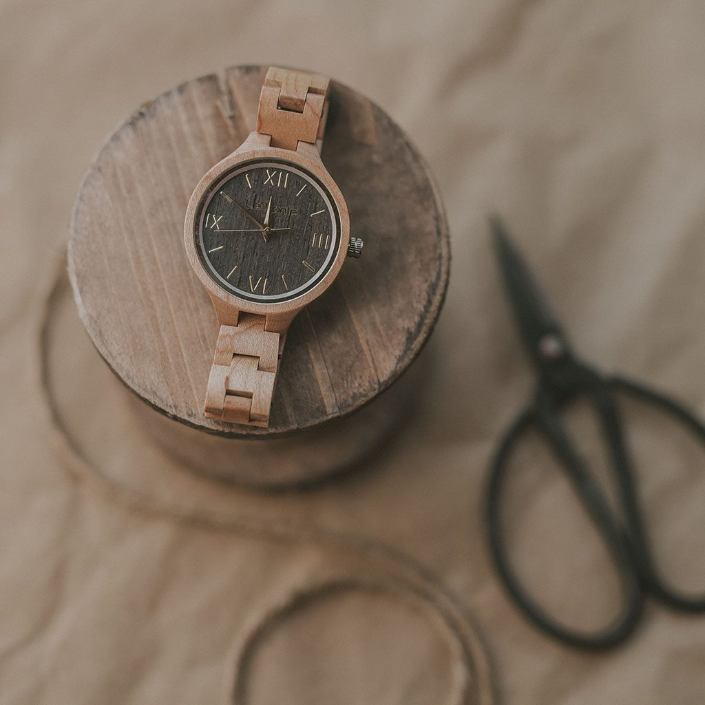 Reloj con correa de madera mujer