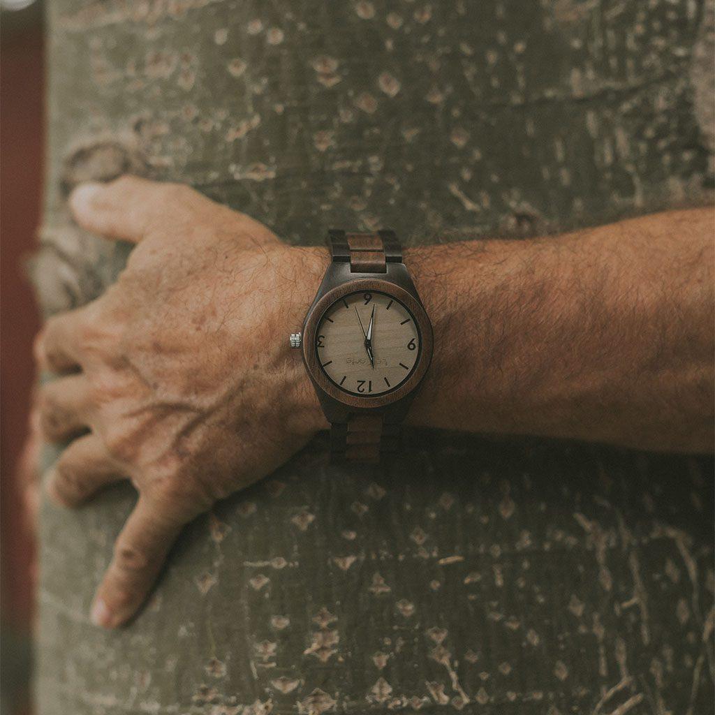 Reloj de madera Oku