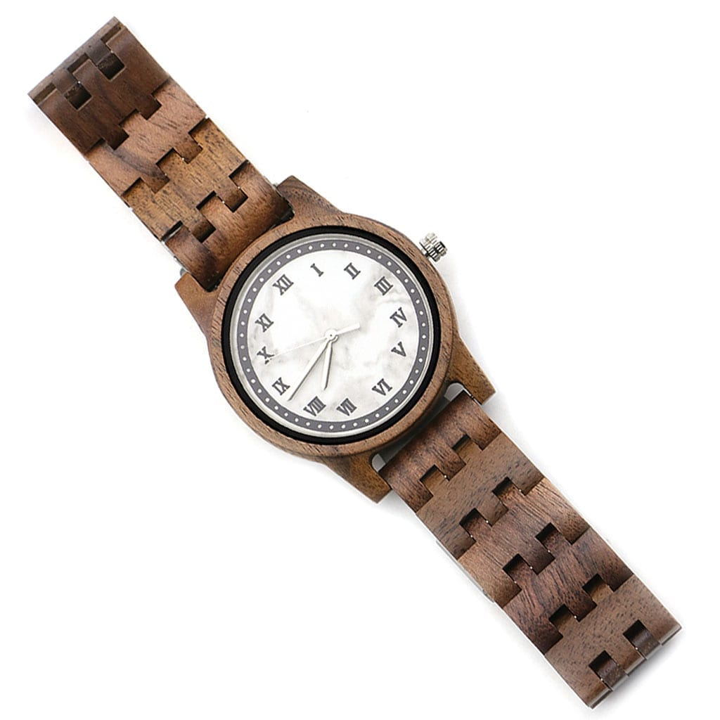 Reloj de madera con mármol