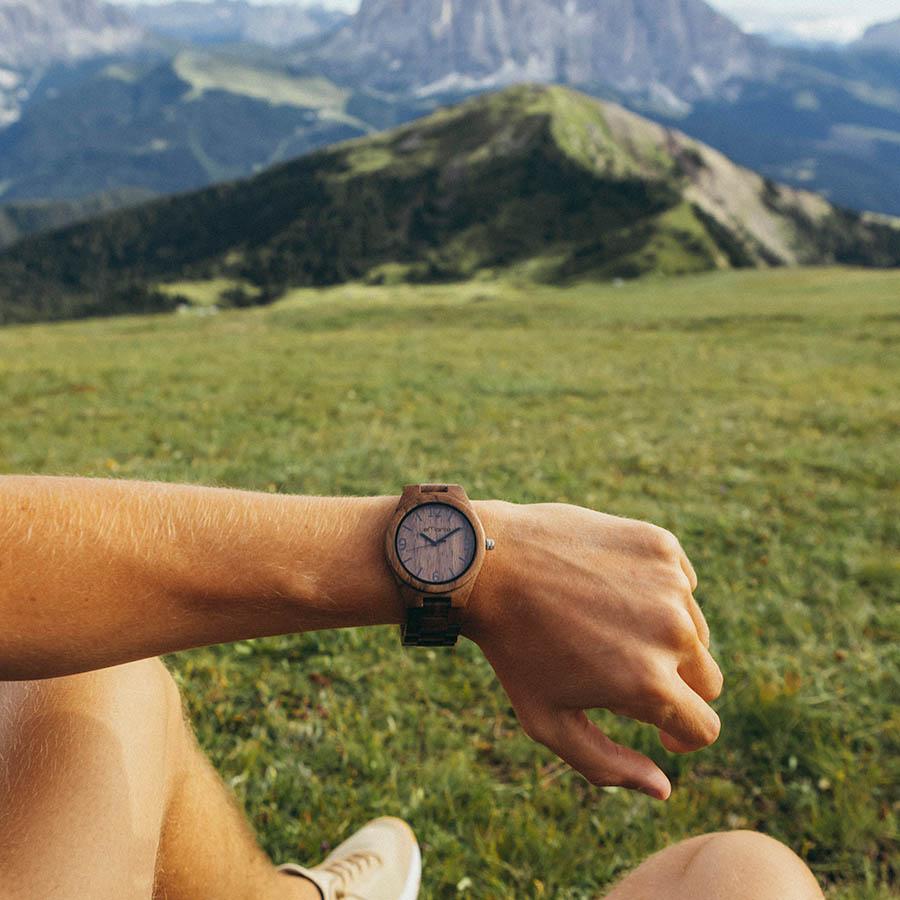 Reloj de madera de nogal