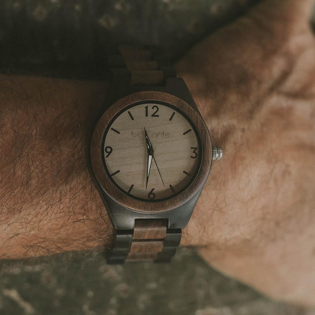 Reloj de madera modelo Oku