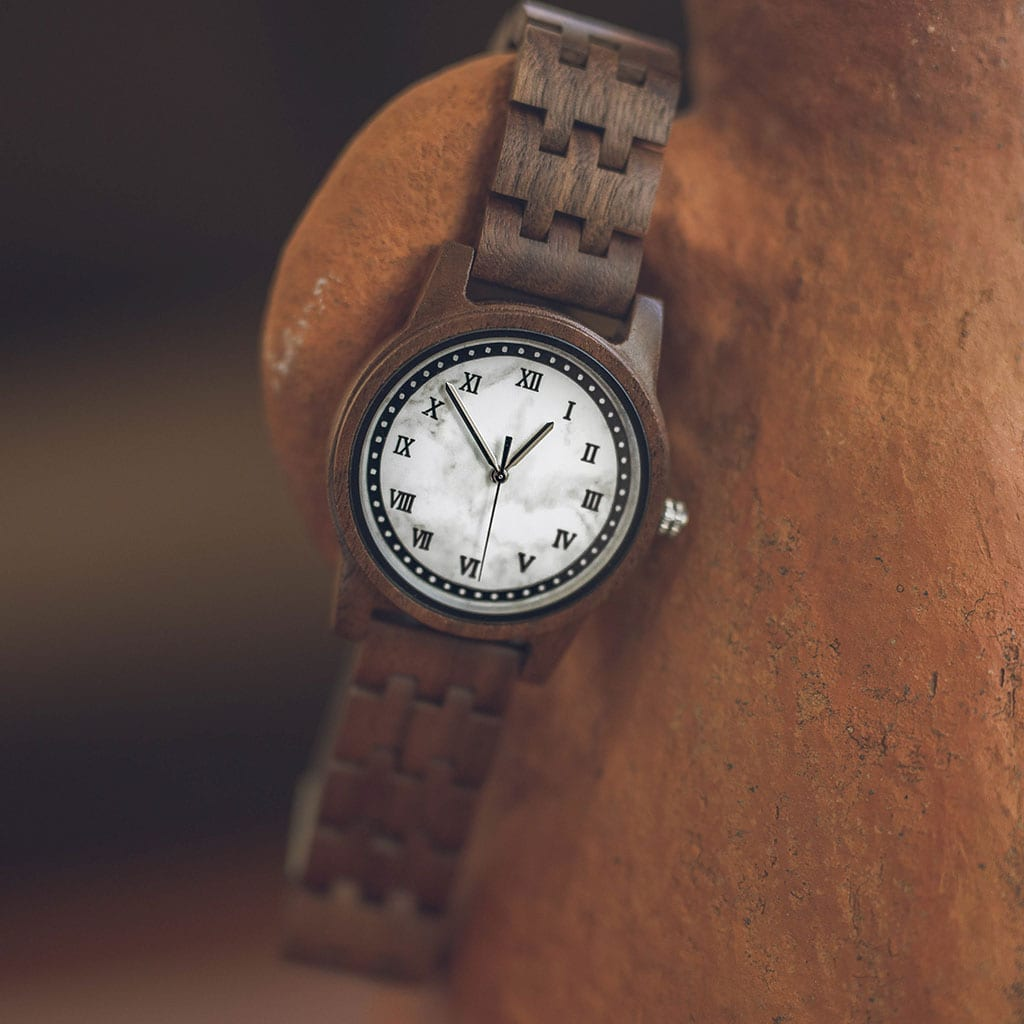 Reloj madera y mármol