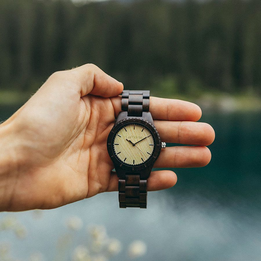 Reloj en madera de pulsera