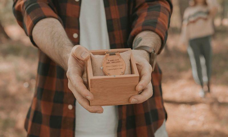 Reloj personalizado de madera