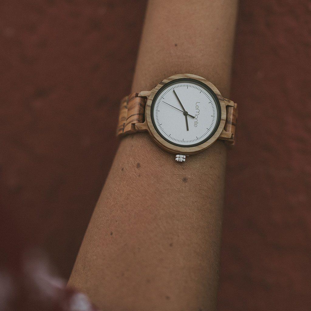 Reloj de mujer de madera