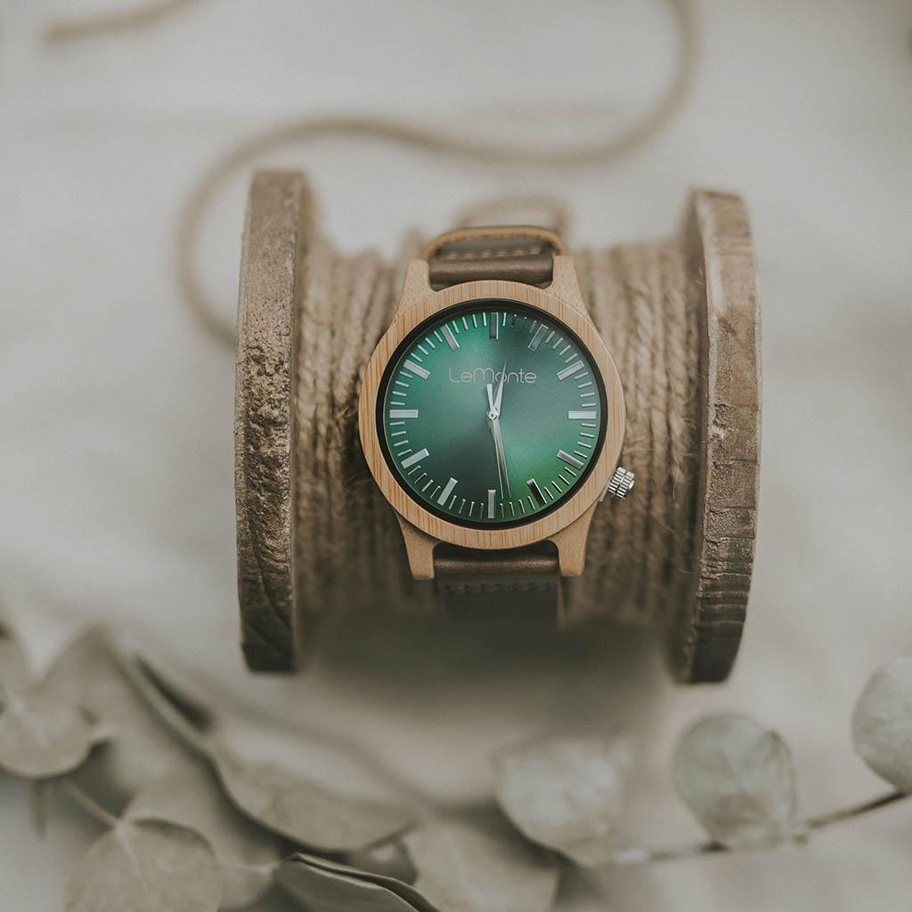Reloj en bambú verde