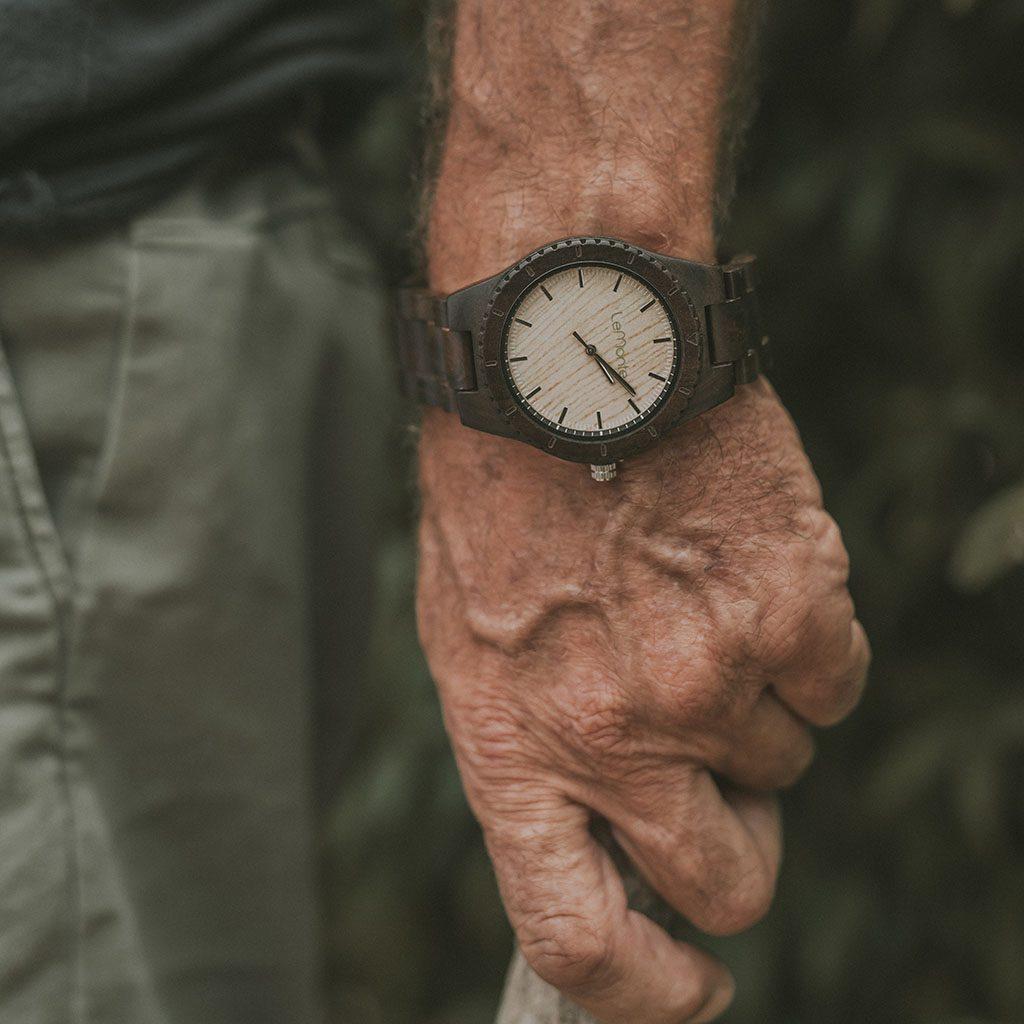 Reloj en madera para hombre